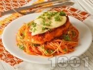 Рецепта Панирани пилешки гърди с пармезанова коричка, доматен сос и моцарела